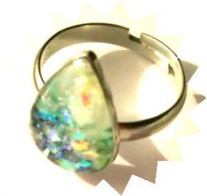 孔雀緑のリング